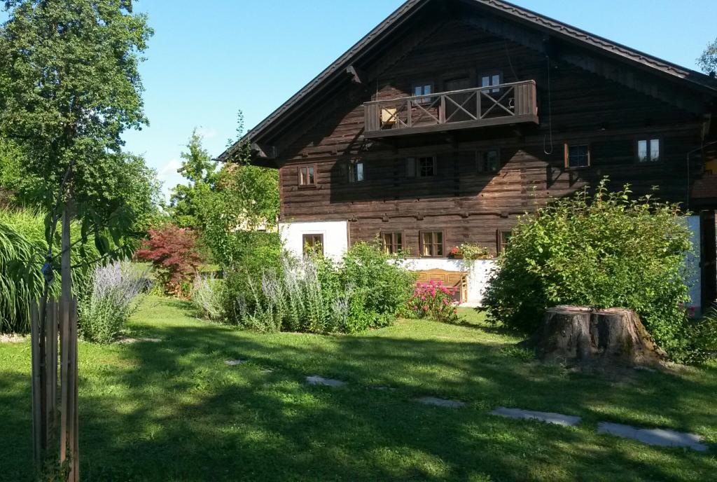 Schleglberg Bauernhaus Teaser Yogaschule Carolin Flinker