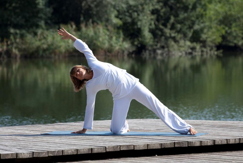 Yogaschule Carolin Flinker in Freising: Yoga am See